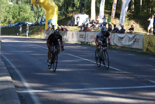 Sara och Mirella rejsar om tredjeplatsen