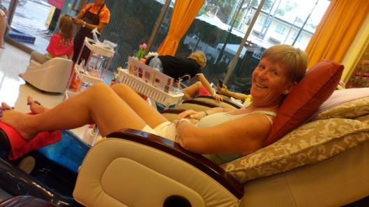 Mormors fötter behövde också lite omsorg