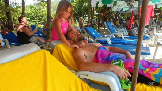 Per får massage av Ida