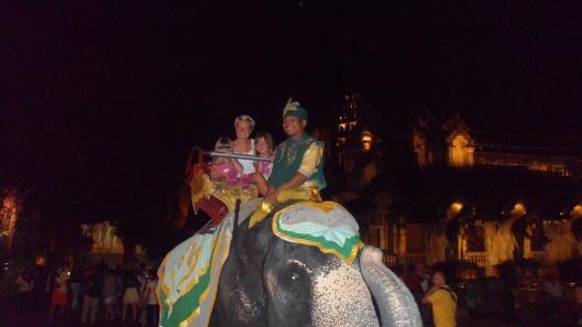Elefantridning. Saga var skräckslagen...
